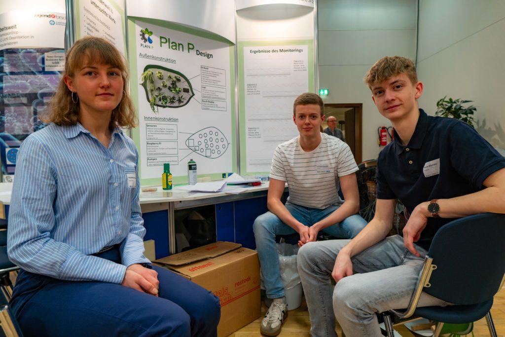 Mathilda Kitzmann, Nikolas Baumann, Karl Friedrich Schreiber, 12. Klasse der CJD Christophorusschule Rostock